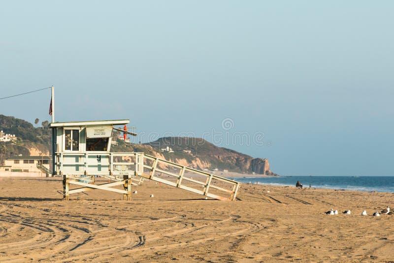 Zuma strandlivräddare Tower Near Sunset fotografering för bildbyråer