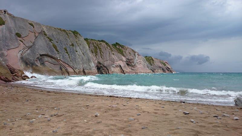 Zumaia-Strand, Spanien lizenzfreie stockbilder