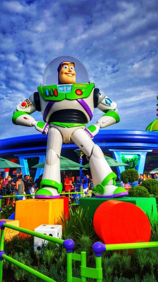 Zumbe el año ligero en Toy Story Land en los estudios del ` s Hollywood de Disney imagenes de archivo