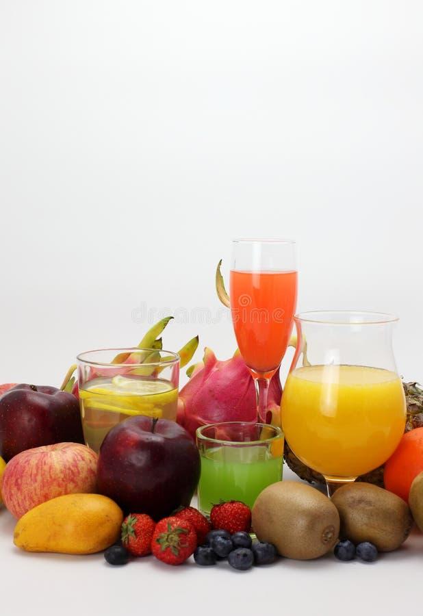 Zumo de fruta y fruta imagen de archivo