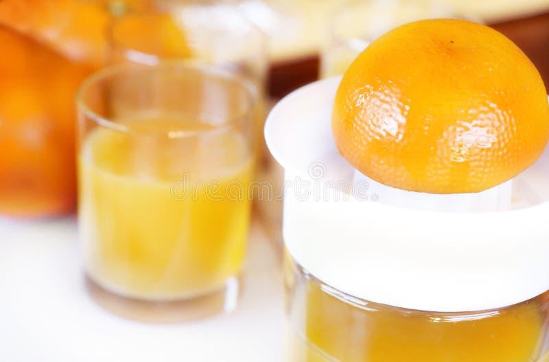 Zumo de naranja exprimido fresco fotografía de archivo libre de regalías