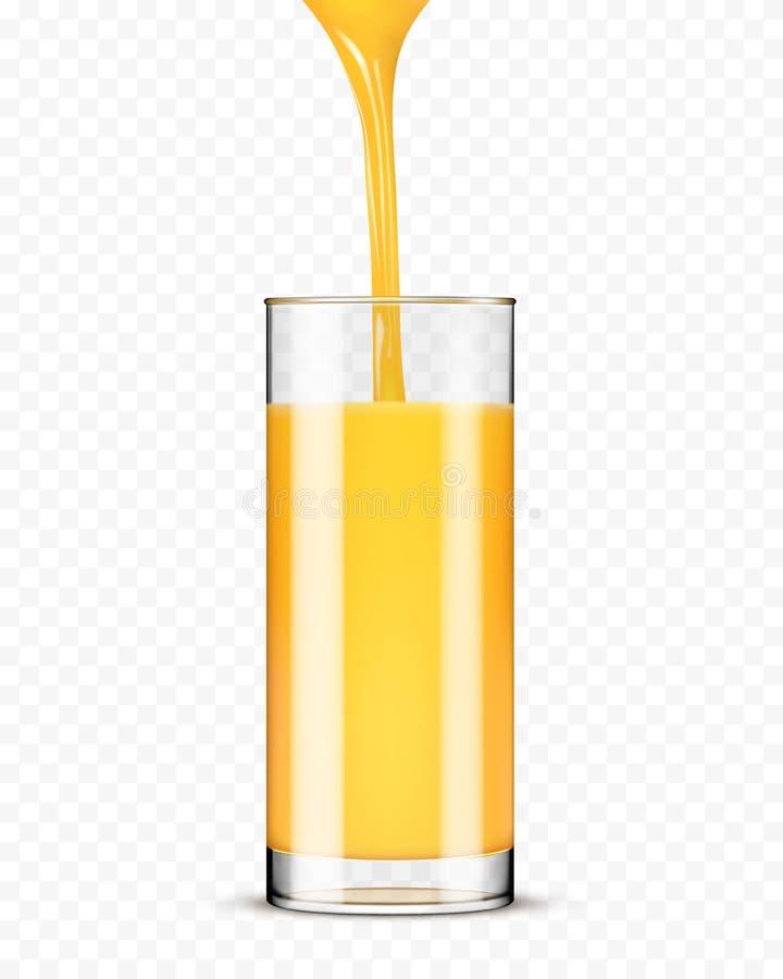 Zumo de naranja que vierte en el vidrio fotos de archivo