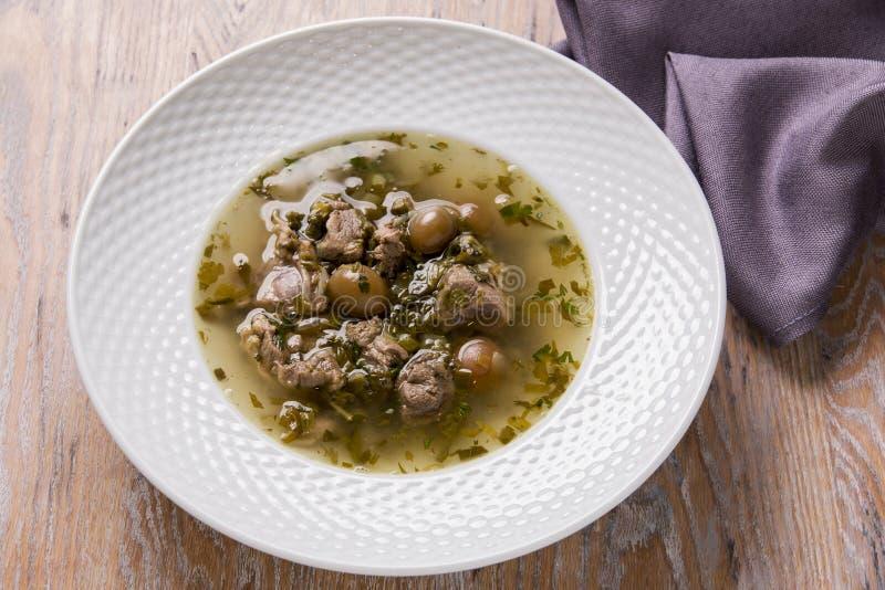 Zupne mięsne jagnięce zieleni wołowiny śliwek oliwki obraz stock