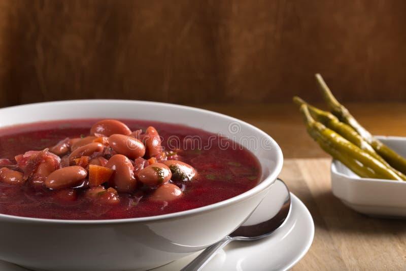 Zuppa di barbabietola tradizionale rumena fotografia stock