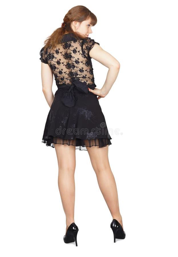 Zurück vom jungen schönen Mädchen in einem schwarzen Kleid stockfoto