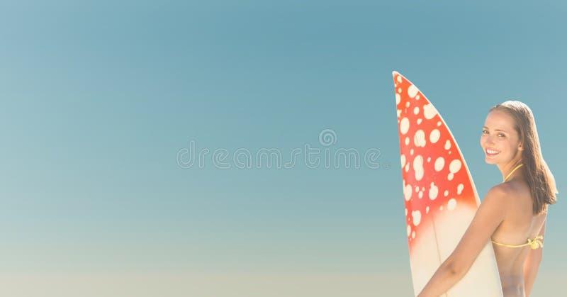 Zurück vom Surferfrau Sommerhimmel vektor abbildung