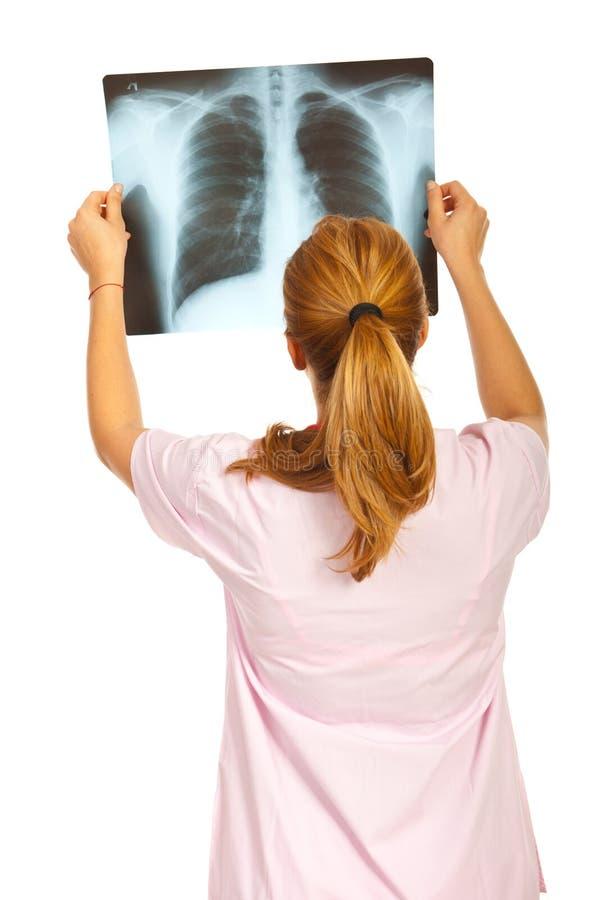 Zurück von Doktor überprüfen Sie Röntgenstrahlbild lizenzfreie stockfotografie