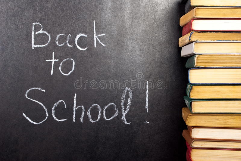 Zurück zu der Schule geschrieben lizenzfreie stockbilder