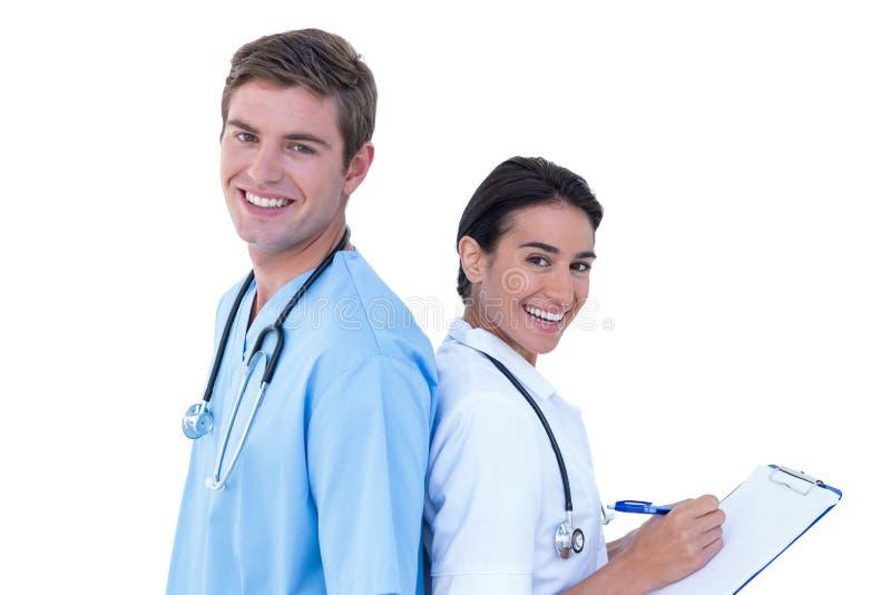 Zurück zu hinteren Doktoren und Krankenschwestern auf einem weißen Hintergrund stockbilder