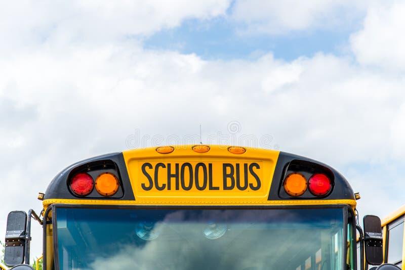 Zurück zu Schulbus stockfotografie