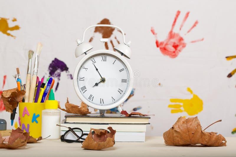 Zurück zu Schule-Hintergrund (EPS+JPG) stockbilder