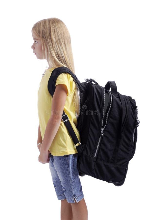 Zurück zu Schule. Mädchen mit großem Rucksack lizenzfreie stockbilder