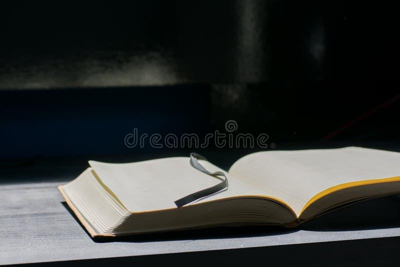 Zurück zu Schule-Noteblock merkt Notizbuch Sommer-Linien stockfoto