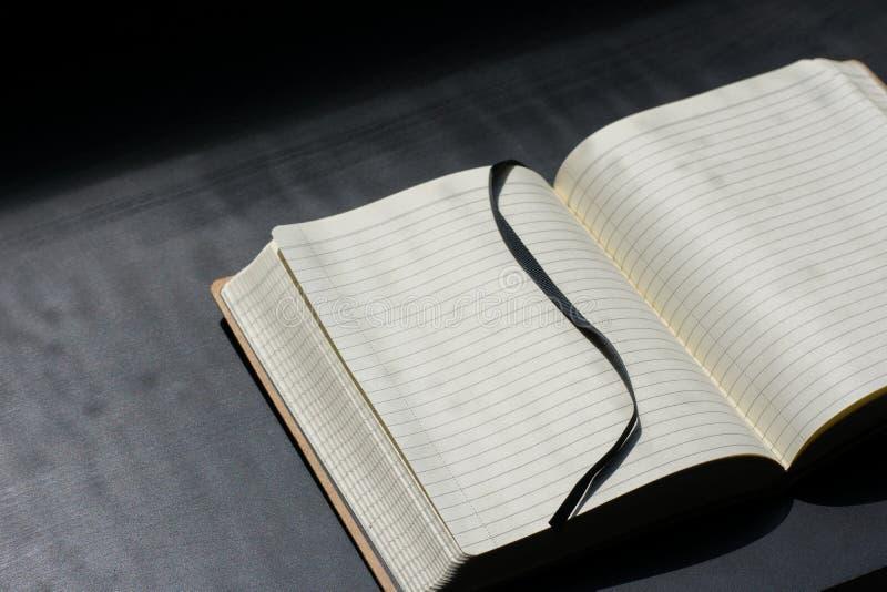 Zurück zu Schule-Noteblock merkt Notizbuch Sommer-Linien lizenzfreie stockfotografie