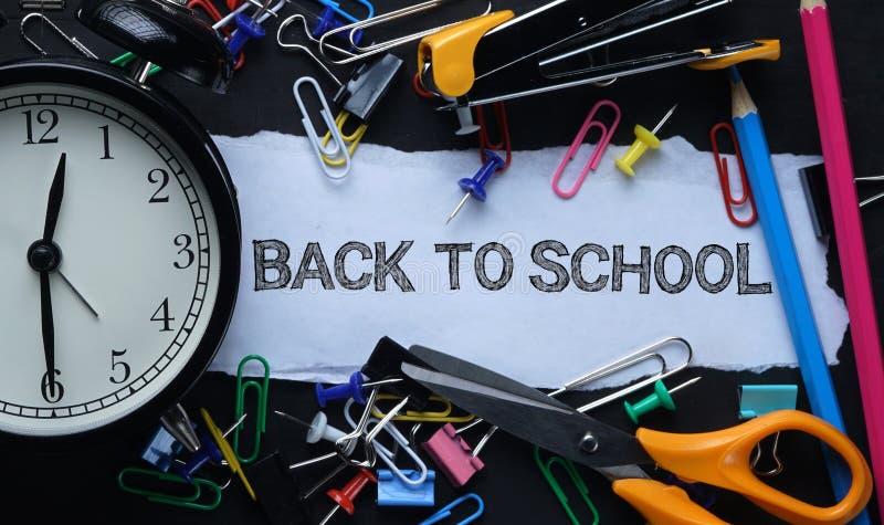 Zurück zu Schule Tex Heftiges Papier und Wecker Schule Stationar lizenzfreie stockbilder