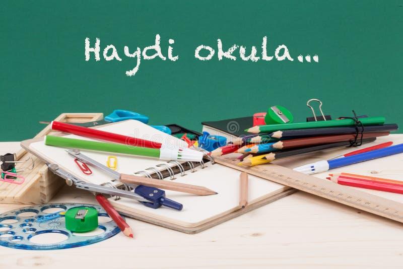 Zurück zu Schulschablone auf Türkisch stockbild