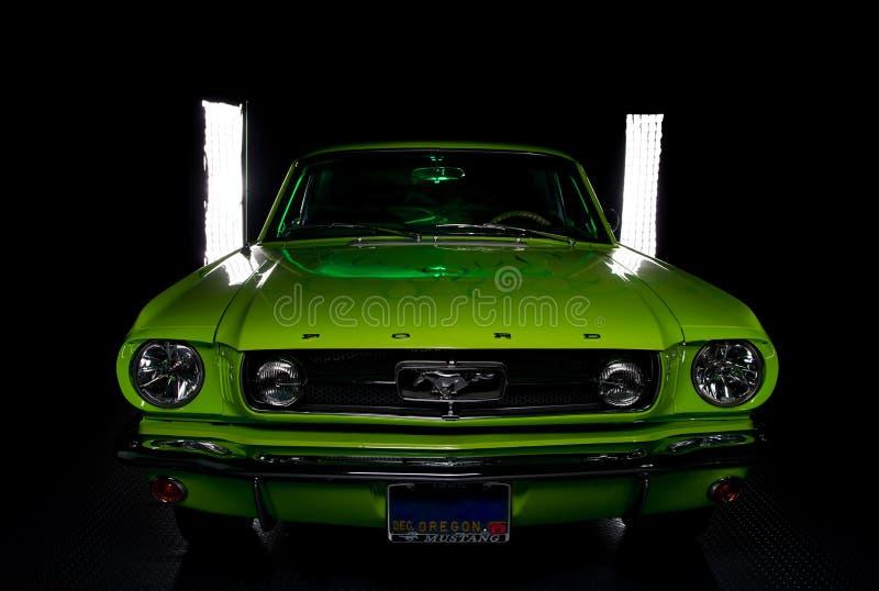 Zurückgestellter Ford-Mustang 1965 lizenzfreie stockfotografie