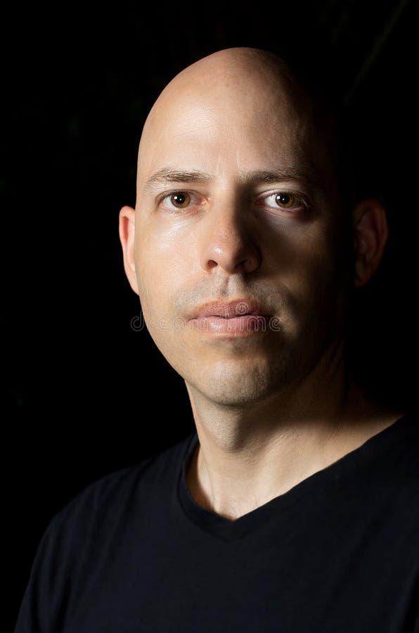 Zurückhaltendes Porträt eines Mannes stockbilder