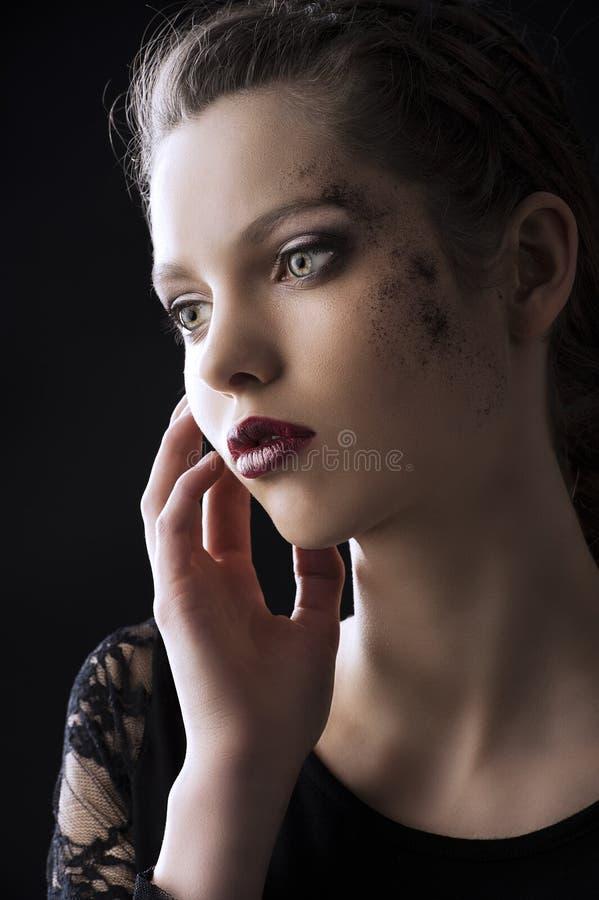 Zurückhaltendes Portrait der Art und Weise, des Schauspielerin lizenzfreie stockbilder