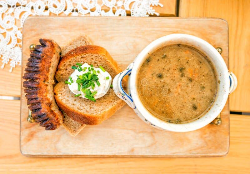 Zur, zurek - composant d'un levain polonais traditionnel de soupe photo stock