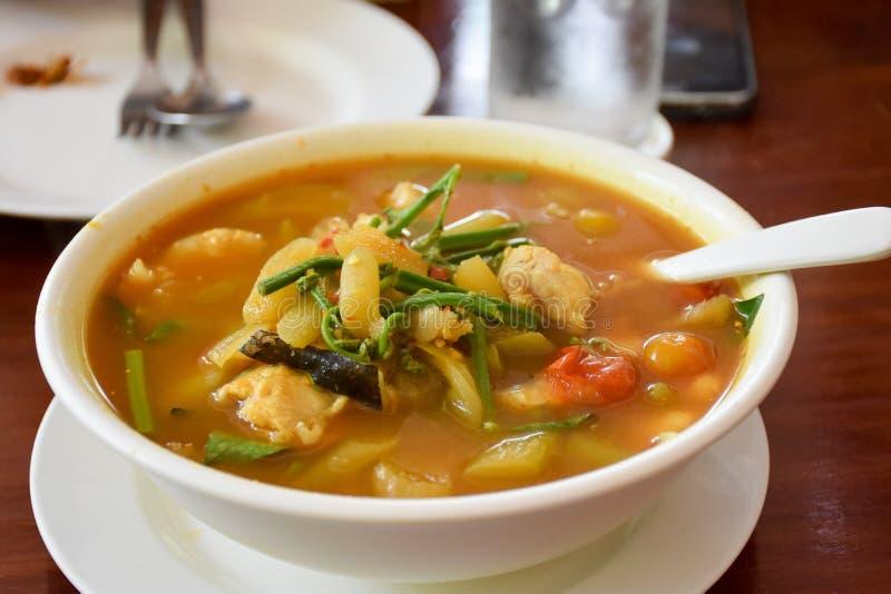 Zure die soep van Tamarindedeeg/het Voedsel van Thailand wordt gemaakt royalty-vrije stock foto