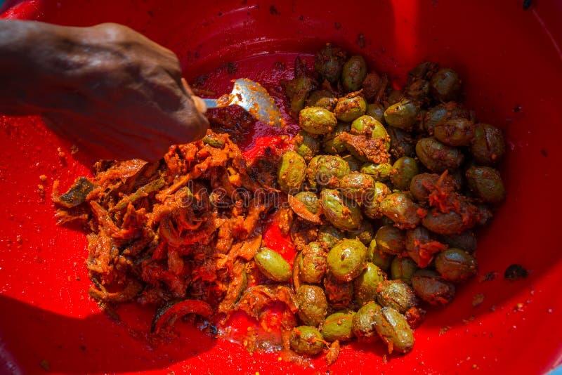 Zure en peper Olive Pickle fruit zijn gemarineerd voor snack recipe street food in Bangladesh Olive pickles of Olive Achar stock fotografie
