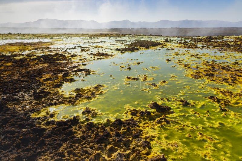 Zure vijvers in Dallol-plaats in de Danakil-Depressie in Ethiopi?, Afrika stock afbeeldingen