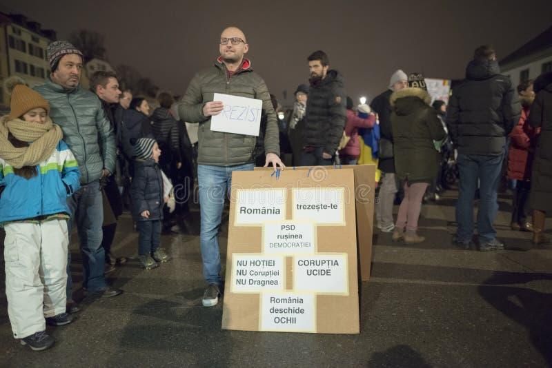 Zurich 5 februari 2017 Protestera i solidaritet med protesten mot regeringen i Bucharest royaltyfria foton