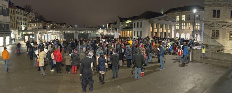 Zurich, le 5 février 2017 Protestez par solidarité envers la protestation contre le gouvernement à Bucarest photos stock