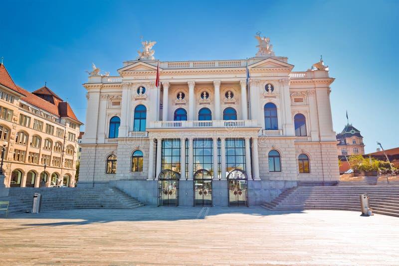 Zurich opera i Sechselautenplatz rynek widok fotografia stock