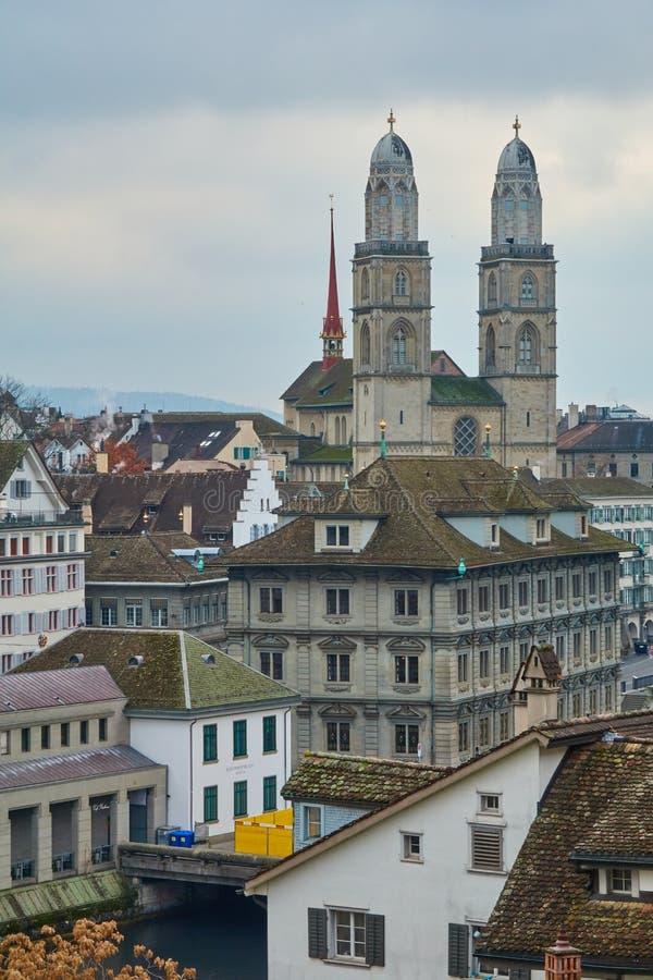 ZURICH, SUISSE - 28 novembre 2018 : Vue de Grossmunster de la plate-forme d'observation photos stock