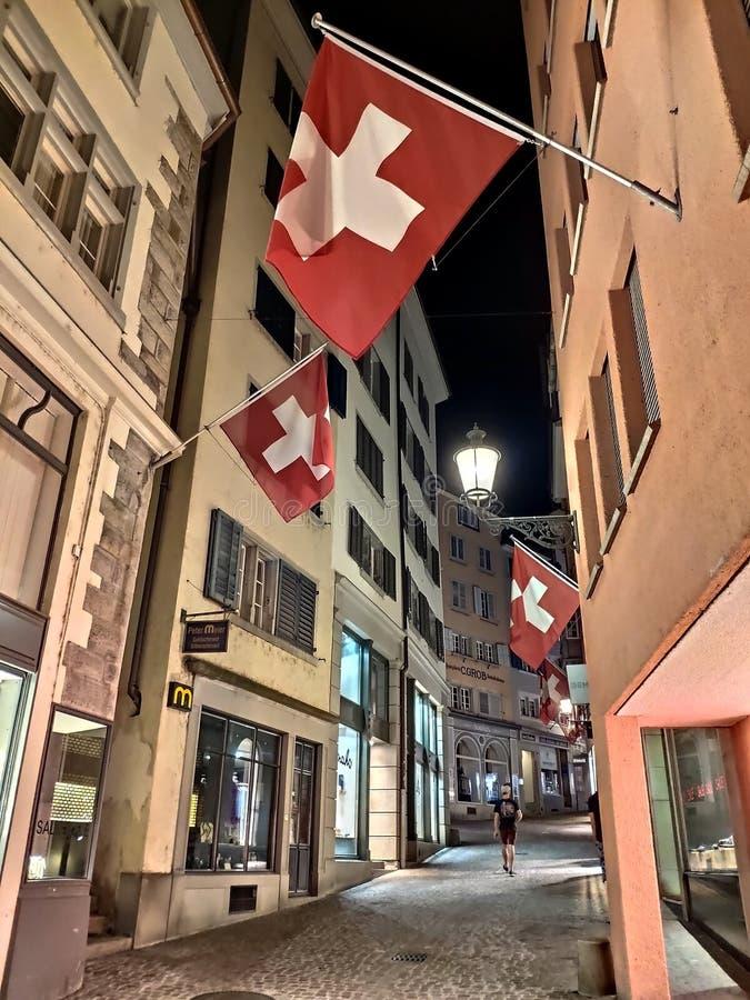 Zurich, Suiza - 26 de junio de 2019: La ciudad vieja de la ciudad de Zurich en Suiza en la noche foto de archivo