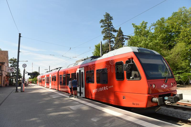 Zurich, Suiza - 3 de junio de 2017: Un tren en la estación en M imágenes de archivo libres de regalías