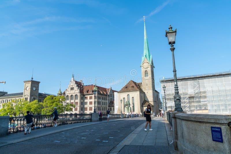 ZURICH, SZWAJCARIA -23 2018 AUG - krajobrazowy widok Zurich na Limmat rzece i Jeziornym Zurich Szwajcarski miasto jest globalny zdjęcie stock