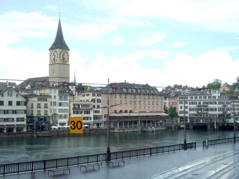 Zurich, Szwajcaria, Maj 31 2017: widok na niektóre starych budynkach w centrum miasto w chmurzącym dniu obrazy royalty free