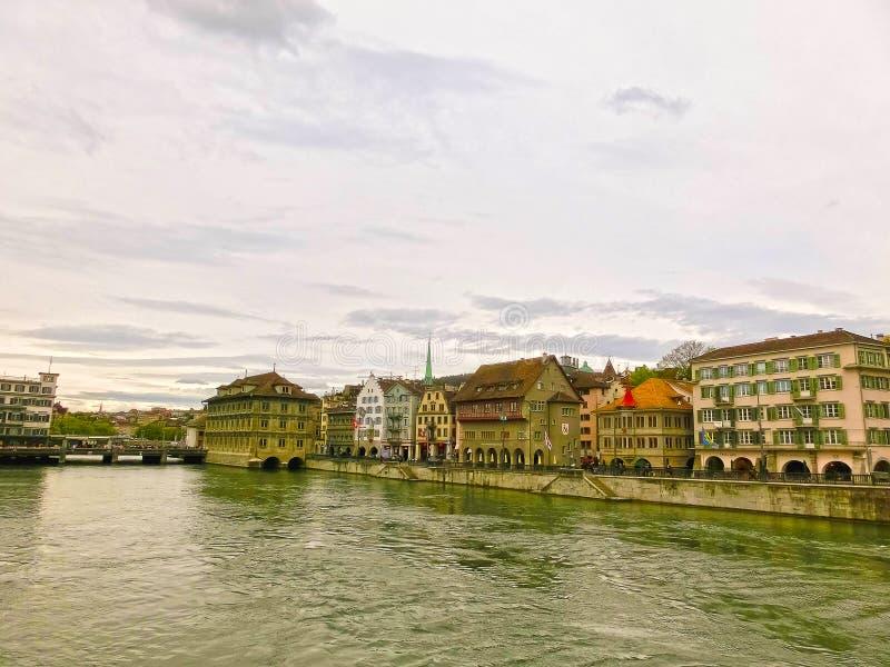 Zurich Szwajcaria, Maj, - 02, 2017: Widok Zurich Limmat i rzeka, Szwajcaria obrazy royalty free