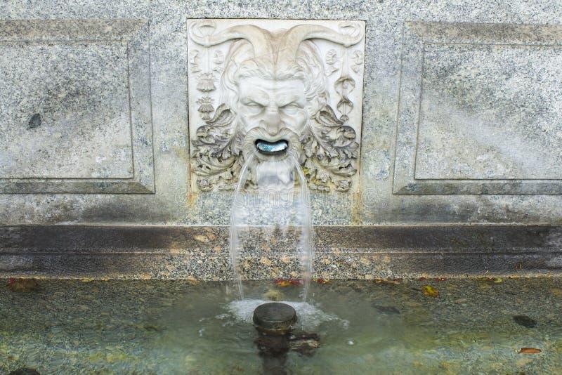 ZURICH SZWAJCARIA, OCT, - 130th, 2018: Klasyczna szwajcarska fontanna obrazy royalty free