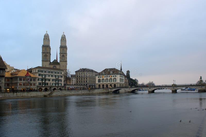 Zurique com catedral de Grossmunster imagem de stock