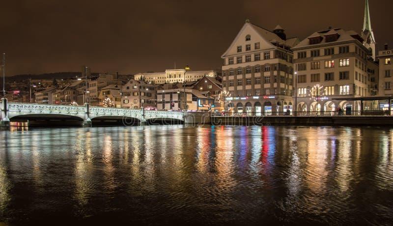 Zurique na noite fotos de stock