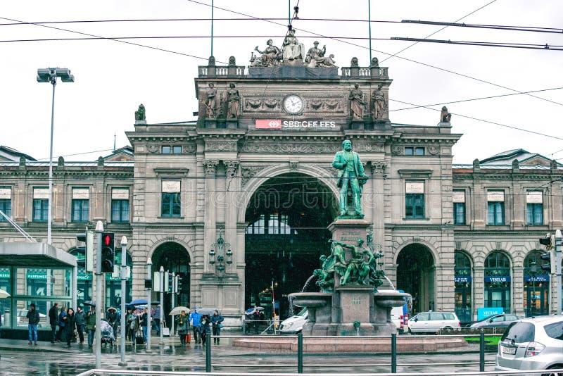 Zurique, Suíça, em março de 2017: A estação central de Zurique é a estação de trem a maior em Suíça imagens de stock royalty free
