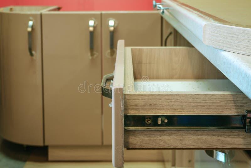 Zusammenbauen der Möbelnahaufnahme lizenzfreies stockbild