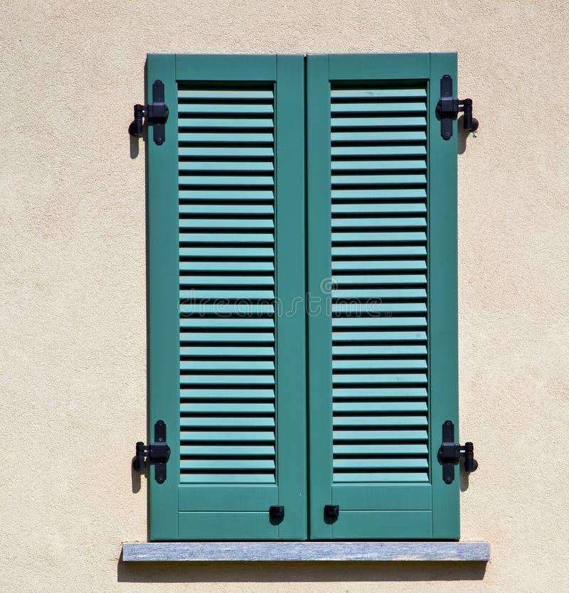 Zusammenfassung Besnate Varese Italien im konkreten Ziegelstein stockbild