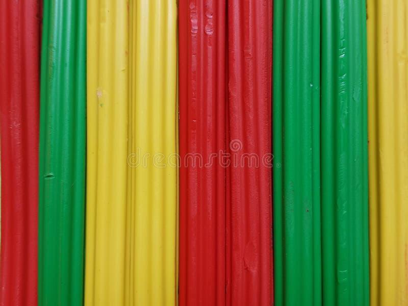 Zusammenfassung mit Plasticinestangen in der grünen, gelben und roten Farbe, im Hintergrund und in der Beschaffenheit stockbilder