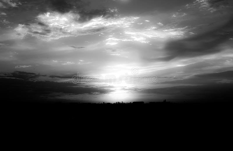 Zusammenfassung silhouettiert Sonnenuntergang in der Stadt lizenzfreie stockbilder