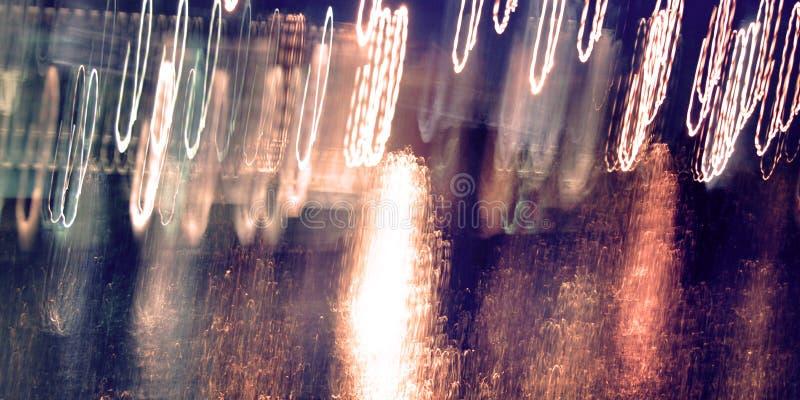 Zusammenfassungsspuren, Foto in der Bewegung Lichtspuren, langes Belichtungsfoto stockfotografie