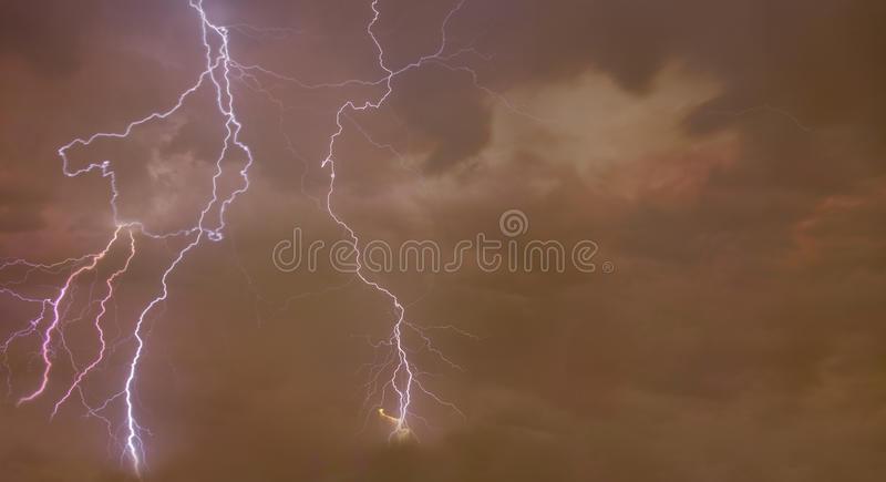 Zusammengesetzte abstrakte Abbildung des Blitzes stockfotos
