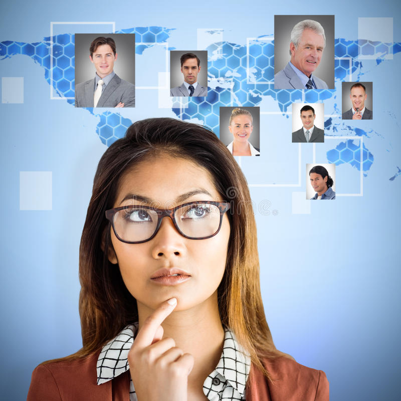 Zusammengesetztes Bild der durchdachten Geschäftsfrau mit Brillen lizenzfreie stockbilder