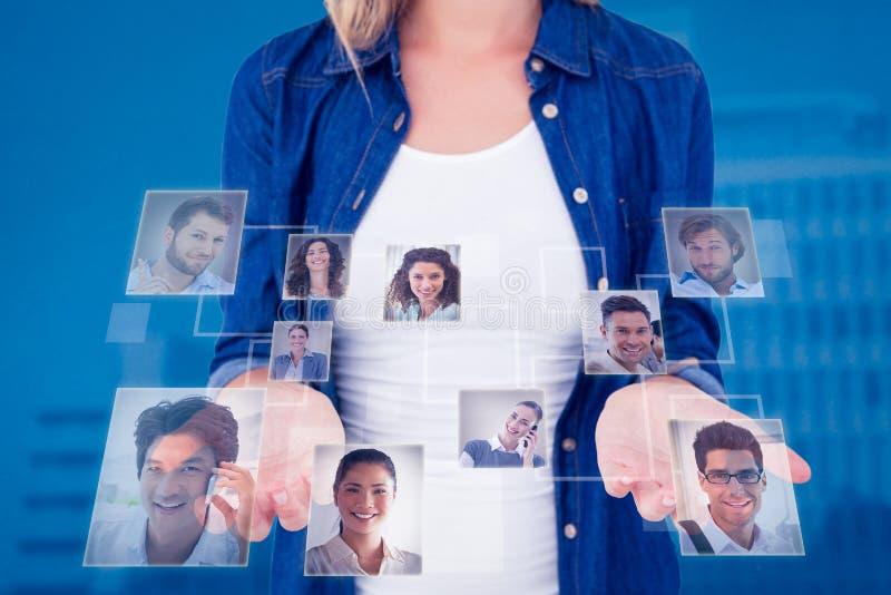 Zusammengesetztes Bild der Frau ihre Hände darstellend stockfotografie