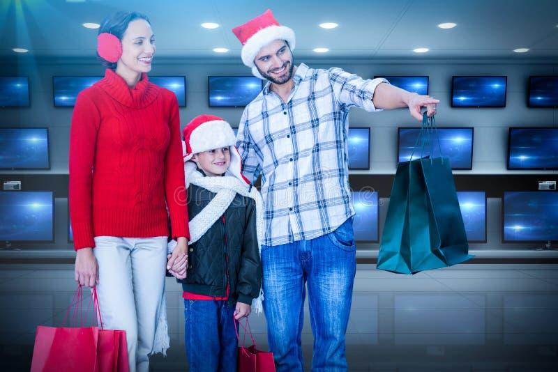 Zusammengesetztes Bild der glücklichen Familie Kamera betrachtend stockbild