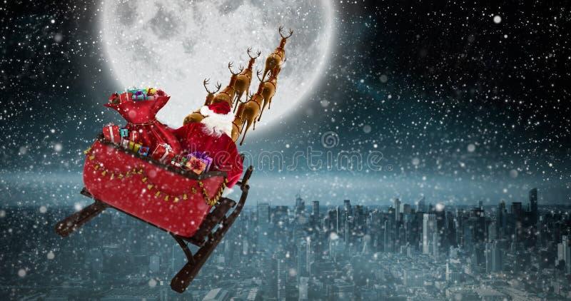 Zusammengesetztes Bild der hohen Winkelsicht Weihnachtsmann-Reitens auf Schlitten während des Weihnachten stock abbildung
